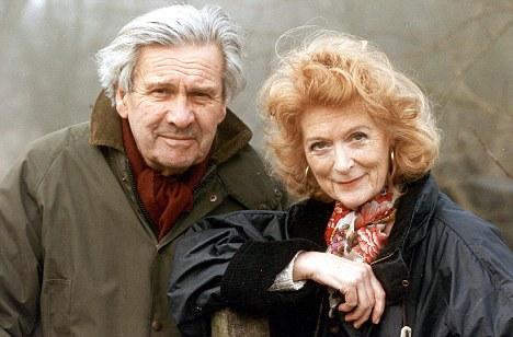 Mail On Sunday 9/12/01 p33 Ludovic Kennedy & Moira Shearer